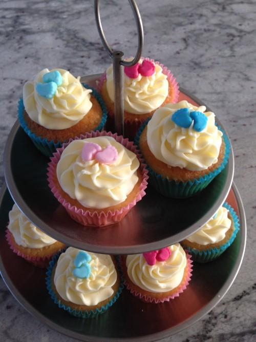Baby gender cakes